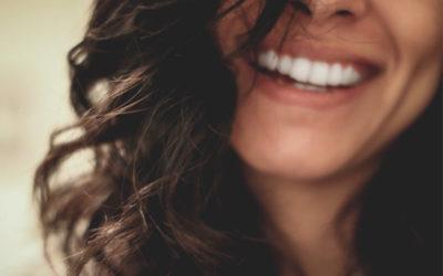 3 WAYS TO WHITEN YOUR TEETH NATURALLY